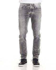 John slim fit jeans.  http://shop.yalo.fi/product/1434/john---slim-fit-jeans