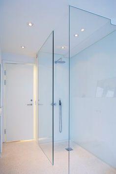 Badeværelse Hvide Fliser : Hvide fliser bare knap s mange badevrelse ...