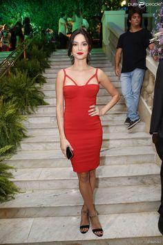 Thaila Ayala coloriu o ambiente! A atriz apostou em um look vermelho poderoso da Agilitá