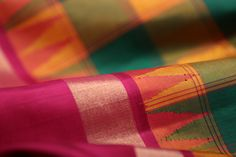 The warp and weft threads in the border and body of a korvai sari are different, opening up a world of possibility for colour contrasts #sari #silk #korvai #kanjivaram #india #handloom #kanakavalli