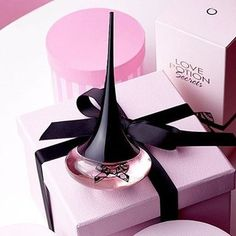 Have you put our new fragrance Love Potion Secrets on your wish list yet? Perfume Zara, Pink Perfume, Perfume Bottles, Perfume Oriflame, Giordani Gold Oriflame, Ariana Grande Makeup, New Makeup Trends, Perfume Good Girl, Oriflame Beauty Products