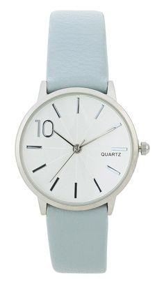 Blauw Dames horloge Net dameshorloge met een blauwe horlogeband. Dit prachtige horloge is simpel en mooi ontworpen. De horlogekast is in het zilver gekleurd, zowel de wijzers, wijzerplaat, tijdsweergave, zijn allemaal in het zilver gekleurd. De lengte van dit horloge is verstelbaar op de gewenste lengte. De breedte van de horlogeband is 1.5 centimeter. En de diameter van de horlogekast is 3 centimeter. Bijou Brigitte, Things To Buy, Stuff To Buy, Watches, Woman, Leather, Clothes, Accessories, Shoes