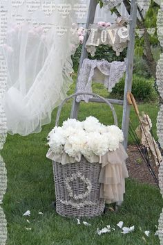 Ozma of odds/  Just love lace and sheer fabrics used for curtains and what so not......pretty!