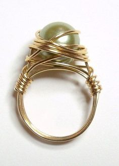 Green pearl wire-wrapped ring... Must try to make one #DIY #jewelry #fashion