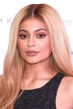 Stylish Center Part Hairstyles: Kylie Jenner  #hair #hairstyles #centerpart