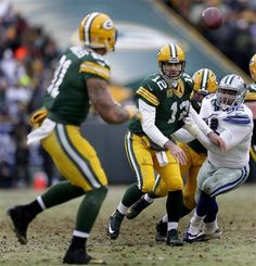 Green Bay Packers quarterback Aaron Rodgers (12) throws a fourth quarter shuffle pass to tight end Andrew Quarless (81) during an NFL divisional playoff football game against the Dallas Cowboys, Sunday, Jan. 11, 2015, at Lambeau Field in Green Bay, Wis. The Packers won 26-21. (AP Photo/The Post-Crescent, Wm. Glasheen) NO SALES