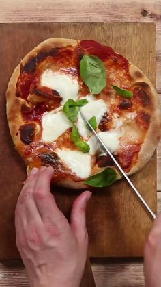 Fun Baking Recipes, Pizza Recipes, Vegetarian Recipes, Dinner Recipes, Cooking Recipes, Healthy Recipes, Pizza Facil, Diy Food, Food Food