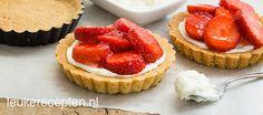 Leuk gebakje voor als je visite krijgt: zelfgemaakte tartelettes met zoete mascarpone room en aardbeien met gelei