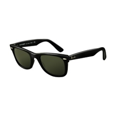 Ray Ban Wayfarer =) need a pair of these too!