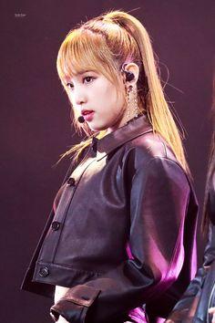 (Credits to the real owner/s) Kpop Girl Groups, Kpop Girls, Bts Kim, Fandom, Golden Disk Awards, Japanese Girl Group, Kim Min, The Wiz, Yuri