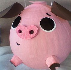 Maybe it could be an evil Angry Birds pig pinata! Birthday Pinata, Pinata Party, Pig Party, Farm Birthday, Festa Party, Farm Party, Pig Crafts, Diy And Crafts, Crafts For Kids