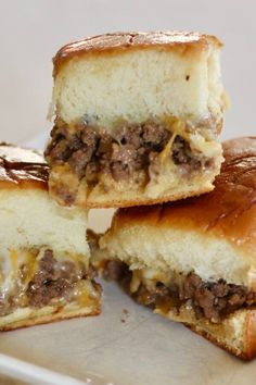 "Cheeseburger Sliders | ""My family absolutely LOVED these sliders I will have to triple the recipe next time!!"" #footballrecipes #gamedayrecipes #tailgatingrecipes #superbowlrecipes #superbowlparty #superbowlpartyideas Dip Recipes, Bread Recipes, Breakfast Slider, Slider Sandwiches, Cheeseburger Sliders, Meat Sandwich, Microwave Bowls, Hawaiian Rolls, Slider Recipes"