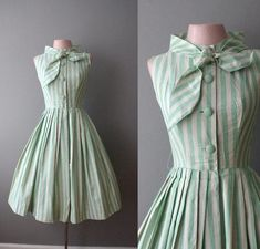 "Love the dress and even the bow, although it would prolly be a bit too ""frumpy"" for my wife. Vestidos Vintage, Vintage Dresses, Vintage Outfits, Vintage Clothing, Moda Vintage, Vintage Mode, Vintage Style, Vintage Green, 1950s Fashion"