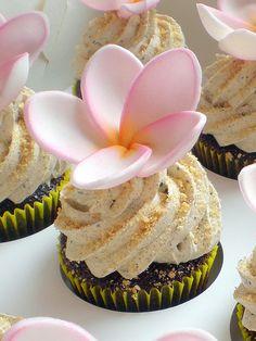 Valentine's Day Raspberry Ripple Cupcakes Fancy Cupcakes, Pretty Cupcakes, Baking Cupcakes, Yummy Cupcakes, Wedding Cupcakes, Cupcake Recipes, Cupcake Cakes, Beach Cupcakes, Cupcake Ideas