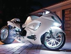 Hayabusa *girly squeal* again! I know I know I gotta learn to stop with the pig squeals ;) Really amazing this bike!!!