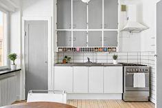 Mycket välskött och delvis renoverat kök med fint ljusinsläpp Larder Cupboard, Kitchen Cupboard Doors, Kitchen Cabinets, Kitchen Ware, Butler Pantry, Storage Drawers, Countertops, Kitchen Ideas, Kitchens