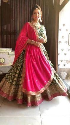 Brocade Lehenga, Lehenga Saree Design, Banarasi Lehenga, Pink Lehenga, Indian Lehenga, Wedding Outfits For Women, Fancy Wedding Dresses, Indian Wedding Outfits, Bridal Outfits