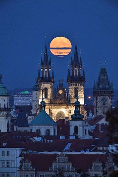 Full Moon over Prague. <nxt year maybe:)