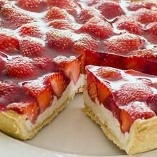 Tvarohové řezy s jahodami Delicious Vegan Recipes, Delicious Desserts, Dessert Recipes, Yummy Food, Strawberry Jam Tarts, Strawberry Recipes, Mousse Fruit, Fruit Tart, Tortillas Veganas