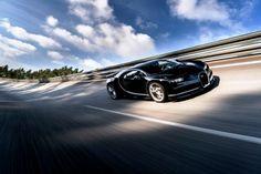 Conheça a nova e impressionante máquina da Bugatti que tem uma dura missão: desbancar seu antecessor, Veyron, consagrado como o carro mais veloz do mundo pelo Guiness Book. #carros #bugatti #bugattichiron #brinquedodehomem #luxo #lifestyle