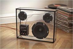 Uma caixa de som potente e transparente, por que não?