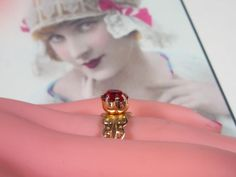 Vintage Gold Ring With Red Rhinestone - Size Adjustable - R-343