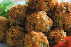 50 Most Delicious and Healthy Vegetarian Recipes - Check out this recipe for eggplant meatballs. Veggie Recipes, Vegetarian Recipes, Cooking Recipes, Healthy Recipes, Melanzana Recipe, Eggplant Meatballs, Sbs Food, Sauce Tomate, Comida Latina
