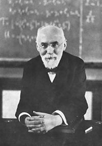 Hendrik Antoon Lorentz (Arnhem, Países Bajos, 18 de julio de 1853 — Haarlem, 4 de febrero de 1928) fue un físico y matemático neerlandés galardonado con el Premio Nobel de Física del año 1902.