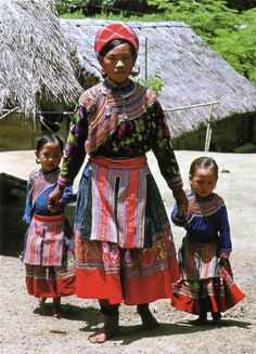 Hmong Hoa woman and children