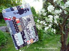 Madison zippered pouch, the black-white-and-gray side showing, by Tilkunviilaaja -- Madison-tilkkupussukka