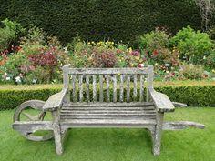 Wheelbarrow bench, Abbey House Gardens, Malmesbury, Wiltshire.    (via thegardenaesthetic)    Source  cinderella11pm.com