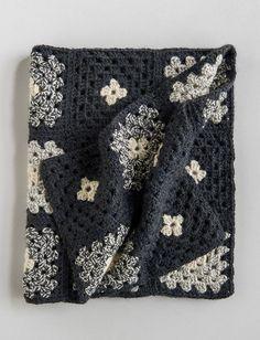 Learn to Crochet a Granny Square Blanket Pattern : Purl Soho Granny Square Häkelanleitung, Granny Square Crochet Pattern, Crochet Squares, Crochet Granny, Granny Granny, Crochet Blocks, Granny Squares, Crochet Afghans, Crochet Quilt