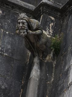 Monasterio de Batalha Gothic Gargoyles, Gothic Architecture, Green Man, Magical Creatures, Interesting Faces, Macabre, Dark Art, Sculpture Art, Creepy