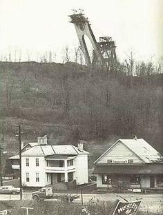 """Giant Shovel on Strip Mine Fight: 1973 Old Farm Equipment, Mining Equipment, Heavy Equipment, Surface Mining, Earth Moving Equipment, Coal Mining, Cadiz, Shovel, Model Trains"