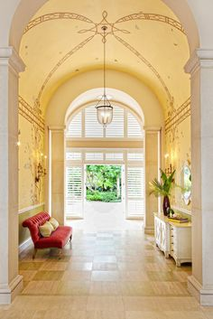 Many of my favorite interior designers are based (or have offices) in Florida – Celerie Kemble and her mother Mimi McMakin, Carleton Varney, Gary McBournie,Scott Snyder, Susan Kroeger– just to name a few. I was recently introduced to the work of Jackie Armour, and she isthe latest addition to my list of fabulous Florida favorites. …