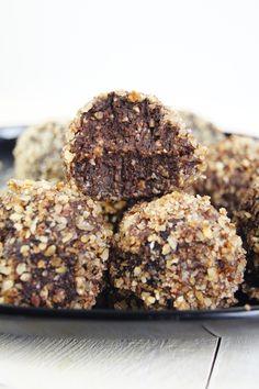 Kulki mocy Ferrero Rocher (6 składników) - Wilkuchnia Healthy Desserts, Raw Food Recipes, Cookie Recipes, Dessert Recipes, Food Experiments, Sweet Desserts, C'est Bon, Creative Food, Food Porn
