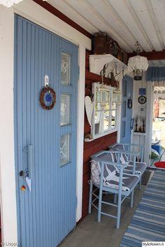sininen ovi,mökki,kuisti,ikkunanpoka,ikkunanpokapeili,naulakko,keittiö,pitsi,pitsiliina,tähti,maalaisromanttinen - wonderful rug!