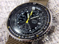 "Seiko ""Flightmaster"" Chronograph SNA411: Hands-On Review"