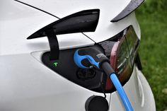 What has been a great success in London is now a pilot project in the capital of Switzerland, City of Bern (same population as Tauranga). They are converting street lights into charging stations for electric cars. For people living in a city this is a great solution. As they don't have the same access to charge their car as a home owner. Not saying that all of them need to be converted but what a great idea it is 😉 Tesla Model S, Bmw Hybrid, 20 Inch Rims, Tesla Inc, Car Charging Stations, Solar Battery Charger, Eco Friendly Cars, Tesla Roadster, Electric Cars