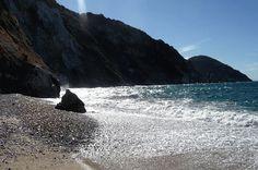 Onde sulla spiaggia di Sansone all'Isola d'Elba.