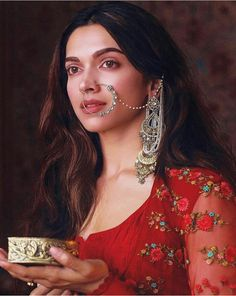 Deepika Padukone in Bajirao Mastani Bollywood Celebrities, Bollywood Fashion, Bollywood Actress, Deepika Ranveer, Deepika Padukone Style, Deepika Padukone Lehenga, Indian Designer Outfits, Queen, Timeless Beauty