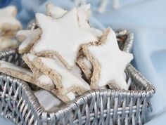 Mandlové hvězdičky - | Prostřeno.cz Christmas Cookies, Dishes, Xmas Cookies, Christmas Crack, Christmas Biscuits, Tablewares, Christmas Desserts, Dish, Signs