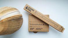 Hydrophil wurde 2013 in Hamburg gegründet und stellt nachhaltige, vegane und wasserneutrale Produkte her – alles fairtrade. Die Wattestäbchen und Zahnbürsten sind Plastikfrei und somit sehr umweltschonend. Fairtrade, Crafts, Bamboo, Cotton, Manualidades, Handmade Crafts, Diy Crafts, Craft, Arts And Crafts