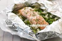Recette Papillotes de Saumon aux haricots verts, Préchauffez votre four à 200°C. Répartissez les haricots verts cuits sur les feuilles de papier sulfurisé préalablement huilées. Disposez ensuite les filets de saumon sur les haricots  verts