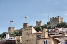 Lisboa - Baixa #Lisboa #Baixa New York Skyline, The Neighbourhood, Hunting, Home, Modern, Travel, Lisbon, Voyage, The Neighborhood