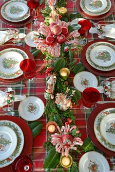 A Visit From St. Nicholas Christmas Tablescape – Home is Where the Boat Is Outdoor Christmas Tree Decorations, Diy Christmas Lights, Christmas Tabletop, Christmas Arrangements, Christmas Table Settings, Christmas Tablescapes, Mini Christmas Tree, All Things Christmas, Light Decorations