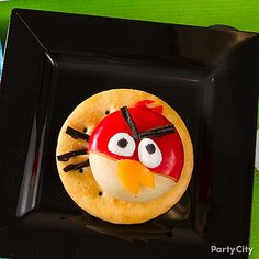 This Angry Birds themed treat is simple. All you need are circles of cheese in red wrapping, marshmallows, black licorice, and fruit. Bird Theme Parties, Bird Birthday Parties, Party Food Themes, Cool Birthday Cakes, Party Snacks, Boy Birthday, Party Party, Party Ideas, Red Bird Tattoos