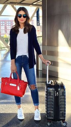 Outfits with jeans ▷ Outfits Casuales con Jeans que te Encantarán ▷ Casual Outfits mit Jeans, die du lieben wirst Fashion Week, Look Fashion, Fashion Outfits, Spring Fashion, Fashion Beauty, Womens Fashion, Fashion Trends, How To Wear White Jeans, White Sneakers Outfit
