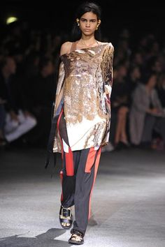 Givenchy RTW spring 2014 -  http://www.sewingavenue.com