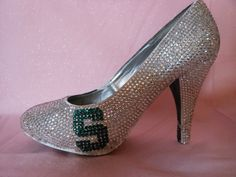 Graduation Shoes Michigan State University by TietheKnotCreationz Michigan State Football, Michigan State University, Graduation Shoes, Msu Spartans, Ugly Shoes, Dream Shoes, Wedding Shoes, College Crafts, Peep Toe